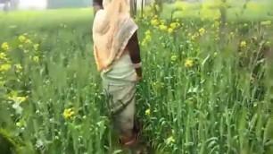 Bhabhi ko Khet me le jakar mari gand