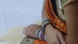 bhabhi shucking dick of her boyfriend at night.......