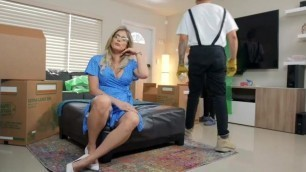 Brazzers - Moving Day MILF
